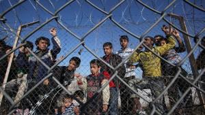 Athen will zehntausenden Flüchtlingen Asyl gewähren