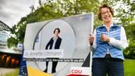 Jetzt auch mit Wahlplakaten ausgestattet: die CDU-Europakandidatin Annette Littmann