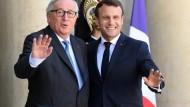 Der französische Präsident Emmanuel Macron empfängt Jean-Claude Juncker, Kommissionspräsident der Europäischen Union.