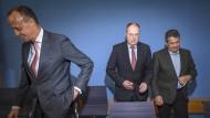Auftritt der Altvorderen: Friedrich Merz (CDU), Peer Steinbrück und Sigmar Gabriel (beide SPD).
