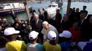 Schon mit seinem Besuch auf Lampedusa im Juli 2013 wollte Franziskus die Menschen aufrütteln.