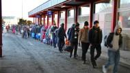 Zwischenstation in Villach: Dieses Jahr will Österreich maximal 37.500 Flüchtlinge aufnehmen.