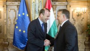 Weber verteidigt Orbáns Flüchtlingspolitik