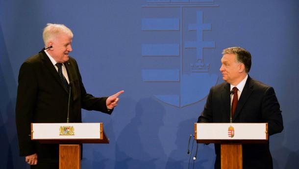 Seehofer bei Orbán: Zwei, die Recht haben