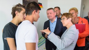 Kramp-Karrenbauer fordert Sanktionen gegen Quoten-Gegner