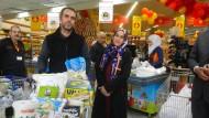 Können kaufen, was sie wollen: Familie Nashaad im Supermarkt