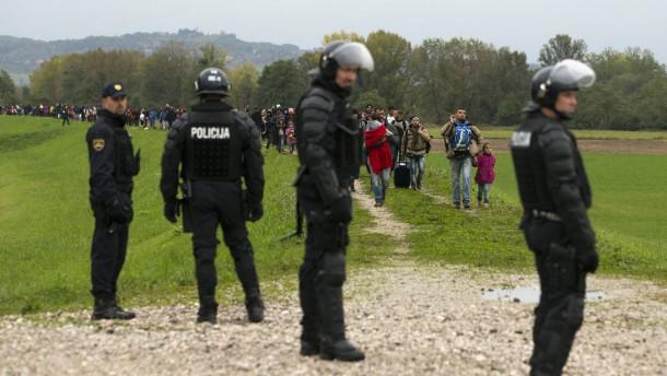 Slowenien will Flüchtlinge mit Armee stoppen