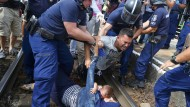 Ungarische Polizei stoppt Zug mit Flüchtlingen