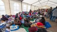 SPD: Pensionierte Soldaten sollen Flüchtlingen helfen