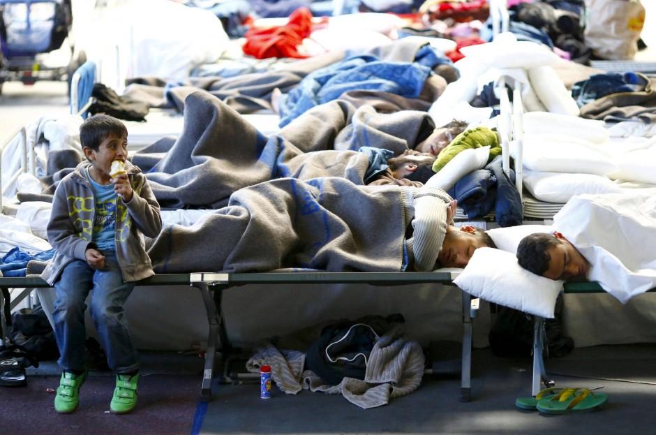 Und dazwischen kein Millimeter Privatsphäre: Flüchtlingsnotunterkunft in Hanau