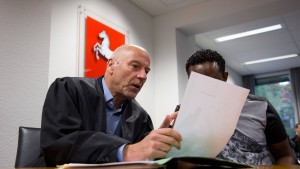 Somalier erzwingt Bearbeitung seines Asylantrags
