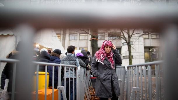 Strafanzeige wegen chaotischer Zustände in Berliner Erstaufnahme
