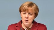 """Merkels Willkommenskultur hat Grenzen. """"Ablehnung heißt Ablehnung"""", sagt die Kanzlerin am Samstag in Neubrandenburg."""