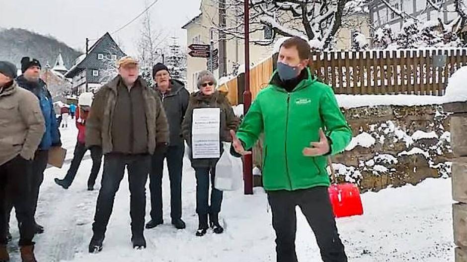 Verrückter Auflauf: Kretschmer musste alleine schippen