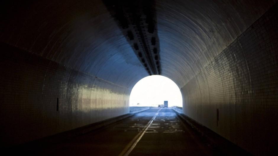 Fatale Sehnsucht: Das Licht am Ende des Tunnels