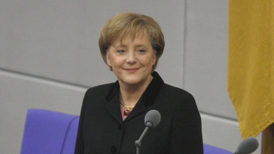 Angela Merkel nach ihrer Vereidigung im Bundestag am 22. November 2005