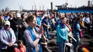 """Gottesdienst auf dem Fischmarkt: Auf dem Evangelischen Kirchentag in Hamburg treffen sich bis Sonntag mehr als 100.000 Teilnehmer unter der Losung """"Soviel du brauchst"""""""