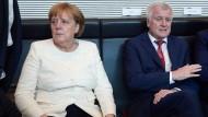 Im Streit: Merkel und Seehofer