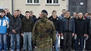 Verteidigungspolitiker offen für Pflichtdienst