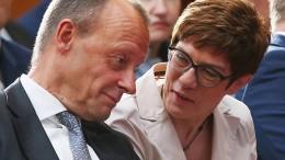 Kramp-Karrenbauer beklagt Verbreitung von Verschwörungstheorien