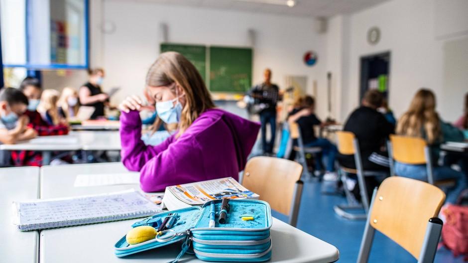 Eine Schülerin einer fünften Klasse in einer Schule in Münster im August