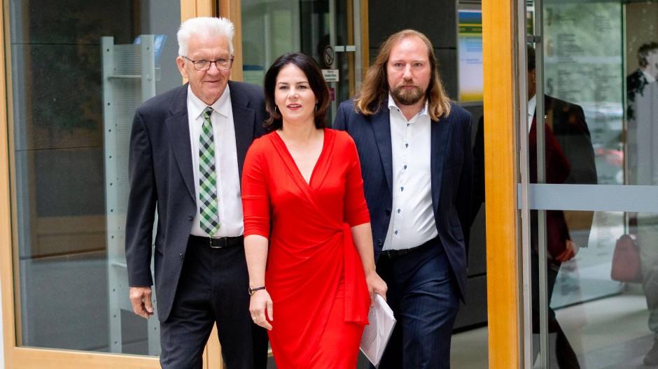 Regieren oder nicht regieren: Ministerpräsident Kretschmann (von links), die Parteivorsitzende Baerbock und der Fraktionsvorsitzende Hofreiter
