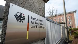 Im November halb so viele Asylanträge wie vor einem Jahr
