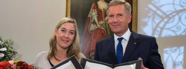 Christian Wulff und F.A.Z.-Kolumnistin Constanze Kurz, die als Mahnerin gegen Überwachung ausgezeichnet wird