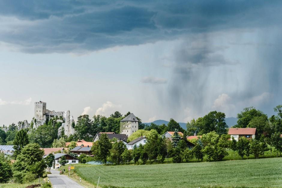 Die majestätische Burgruine Weißenstein bei einmaligem Wetter