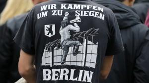Polizei geht gegen rechte Hooligans vor