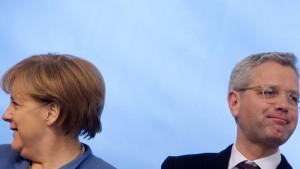 Tritt Merkel wegen Trump wieder an?