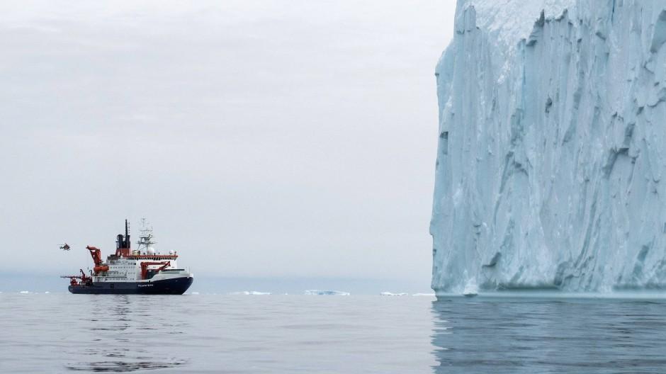 """Ein Paradies für Klimatologen: Das deutsche Forschungsschiff """"Polarstern"""" 2017 in der Westantarktis."""