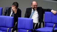 Keine Zeit für Grokodilstränen: Sigmar Gabriel und Martin Schulz am Dienstag im Bundestag