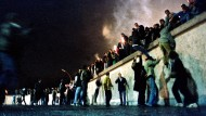 Bald 30 Jahre: Der Mauerfall liegt lange zurück, doch die Jahre des Umbruchs beschäftigen Ostdeutsche noch immer.