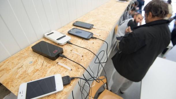 Handys von Flüchtlingen werden selten ausgelesen