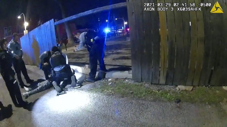 Aufnahme aus einem Körperkamera-Video der Polizei von Chicago vom 29.3.2021