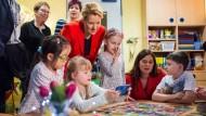 """Ortsbesuch: Giffey in der Berliner Kita """"Abenteuerland"""". Die Familienministerin will mit einem neuen Gesetz die Qualität aller Kitas verbessern."""