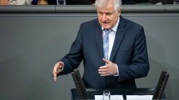 Seehofer zufrieden mit Rückgang der Asyl-Migration