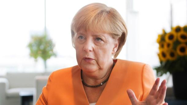 Angela Merkel - Die Bundeskanzlerin und CDU-Vorsitzende spricht im Berliner Kanzleramt mit Johannes Leithäuser und Eckart Lohse