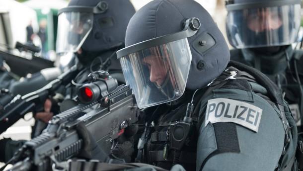 Anwältin attackiert Kölner Polizeipräsidenten