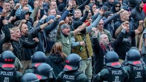 """""""Neue Dynamik von Rechtsextremisten"""""""