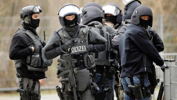 Elite-Polizisten fesseln und mobben Kollegen