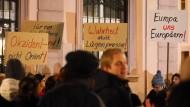 Merkel: Demonstrationen müssen an jedem Ort möglich sein