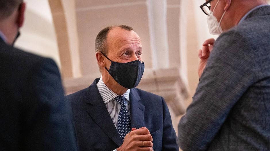 Friedrich Merz (Mitte) im Oktober 2020 beim Jahresempfang des Wirtschaftsrates der CDU Hessen Im Kloster Eberbach: Nach seiner abermaligen Niederlage im Ringen um den CDU-Vorsitz sind seine Anhänger gespalten.