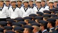 Vor dem Reichstag: Rekruten der Bundeswehr beim feierlichen Gelöbnis