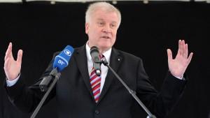 Seehofer will vernünftige Debatte über Rente mit 63