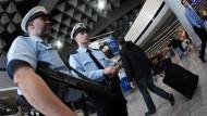 Polizisten am Frankfurter Flughafen