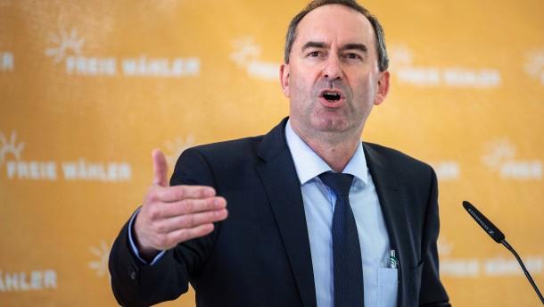 """Aiwanger warnt vor """"Apartheidsdiskussion"""" beim Impfen"""