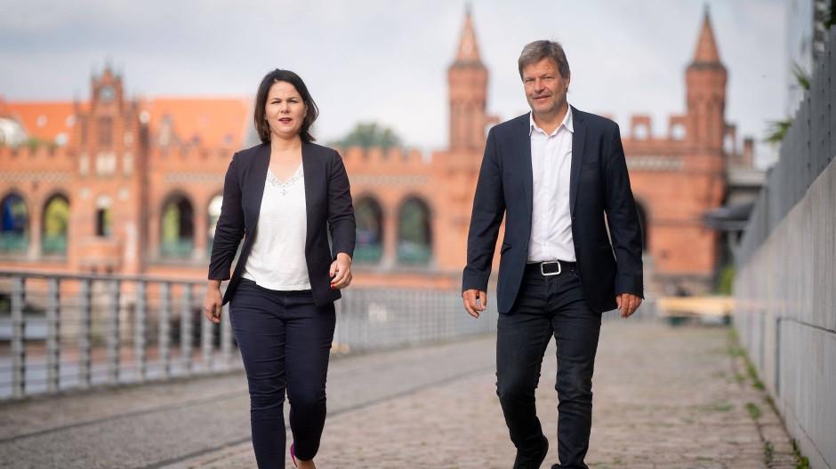 Ein Kanzlerkandidat oder eine Kanzlerkandidatin? Die Grünen-Ko-Vorsitzenden Robert Habeck (rechts) und Annalena Baerbock kommen im August in Berlin zur Klausurtagung des Bundesvorstandes der Grünen.