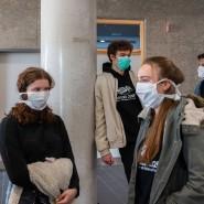 Abiturienten an einem Dresdener Gymnasium Anfang April vor ihren Prüfungen
